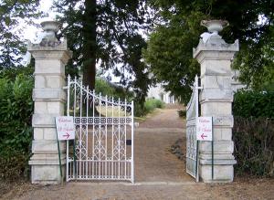 portail-du-chateau-saint-andre Mareuil sur Lay